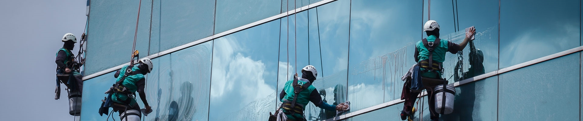 To clean a glass facade in the desert climate a special glass cleaner is necessarily recommended.